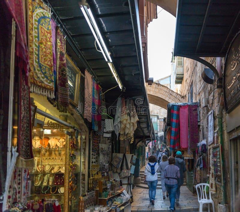 Arabisk marknad i den El-buntHaGai gatan i gammal stad av Jerusalem, Israel arkivfoto