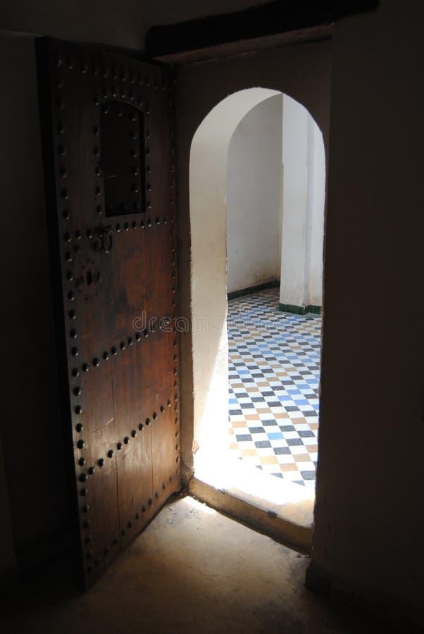 Arabisk wood dörr arkivbild