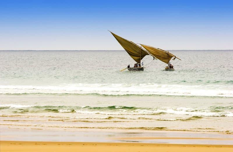 arabiska dhows som fiskar två arkivbild