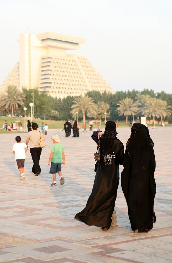 arabiska doha muslimqatar kvinnor arkivfoto