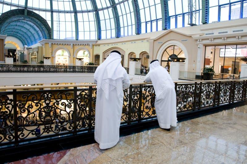 arabiska emiratigalleriamän royaltyfria bilder
