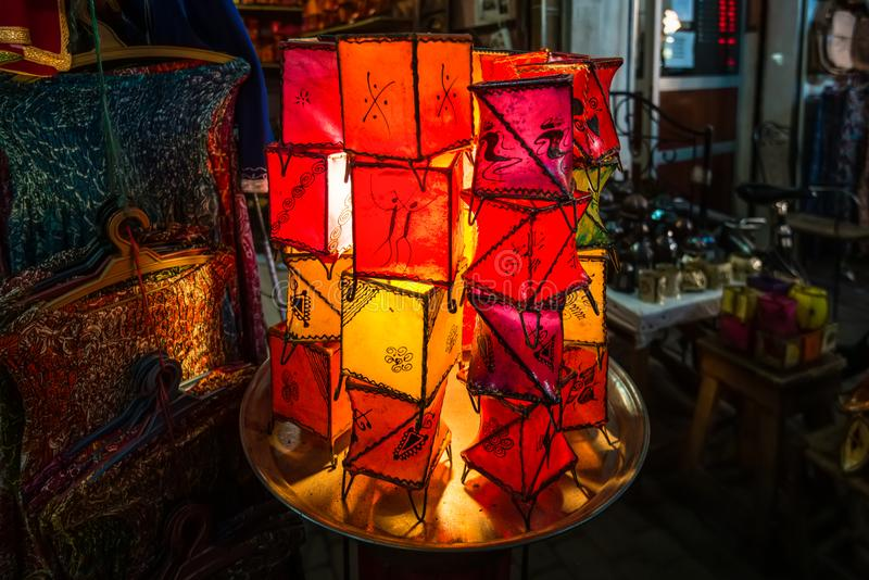 Arabiska lampor och lyktor i Marrakeshen, Marocko royaltyfri foto