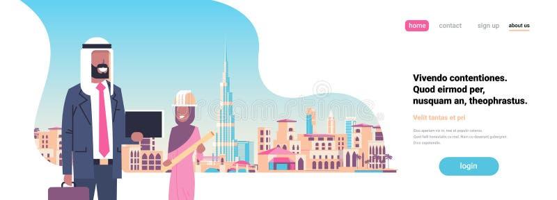 Arabiska par för byggmästarearkitektprojekt som diskuterar arabisk bakgrund för cityscape för byggnad för stad för hjälm för kvin royaltyfri illustrationer