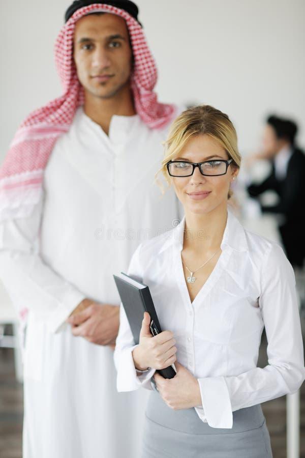 arabiskt möte för affärsman arkivfoton