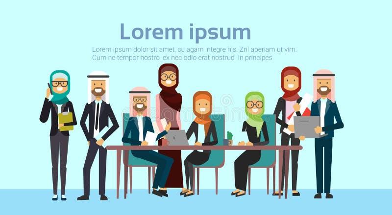Arabscy ludzie biznesu spotkań grupowych wpólnie siedzą przy biurowym biurkiem, muzułmańskich biznesmenów drużynowy stażowy brain ilustracja wektor