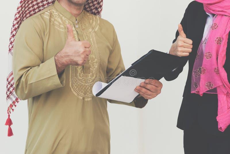 Arabska Biznesowa para Pracuje W biurze zdjęcie royalty free