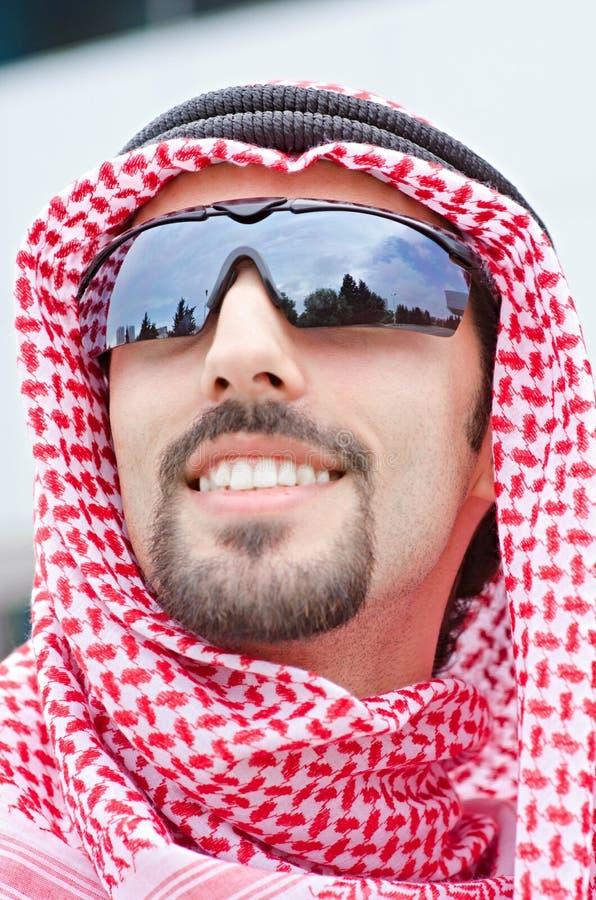 Download Arabska ulica obraz stock. Obraz złożonej z biznesmen - 25734165