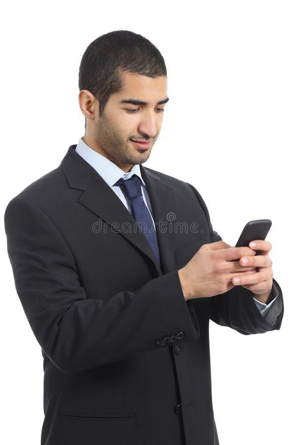 Arabski biznesowy mężczyzna pracuje używać telefon komórkowego obraz royalty free