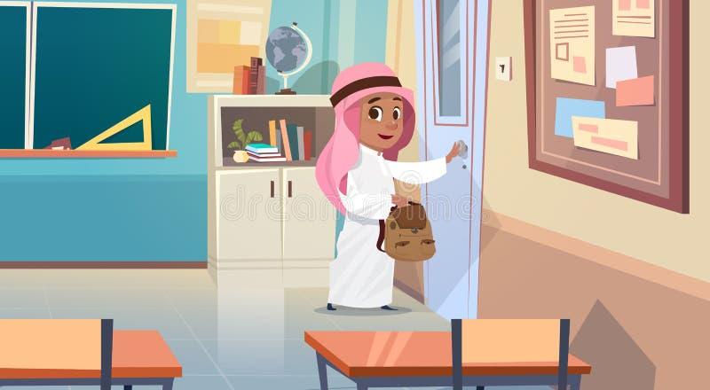 Arabski chłopiec otwarcia szkoły drzwi W sala lekcyjna Muzułmańskim uczniu Iść sala lekcyjna ilustracji