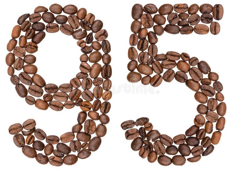 Arabski liczebnik 95, dziewięćdziesiąt pięć, od kawowych fasoli, odizolowywać na w obraz royalty free