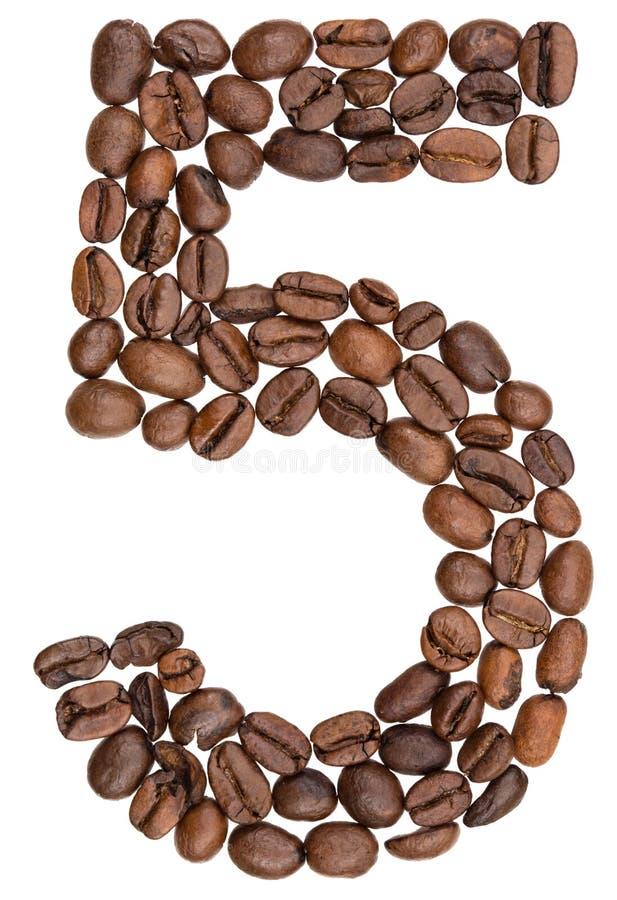 Arabski liczebnik 5, pięć, od kawowych fasoli, odizolowywać na białym bac fotografia stock