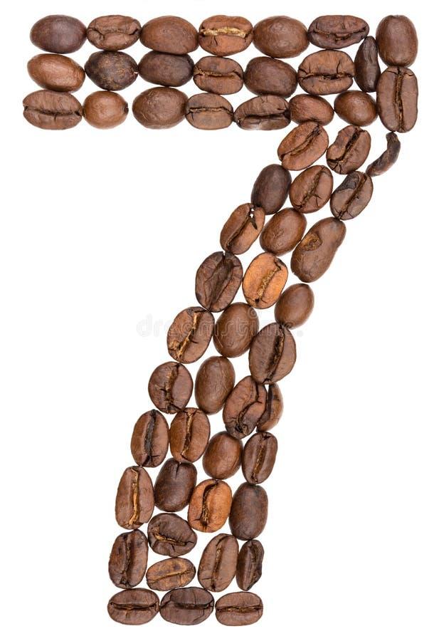 Arabski liczebnik 7, siedem, od kawowych fasoli, odizolowywać na białych półdupkach zdjęcia royalty free