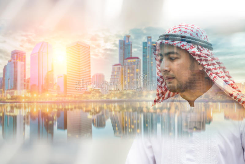 Arabski mężczyzna i miasto zdjęcie stock