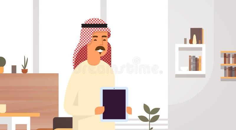 Arabskiej Biznesowego mężczyzna mienia Pustej pastylki Komputerowy przedsiębiorca W Nowożytnym biurze royalty ilustracja