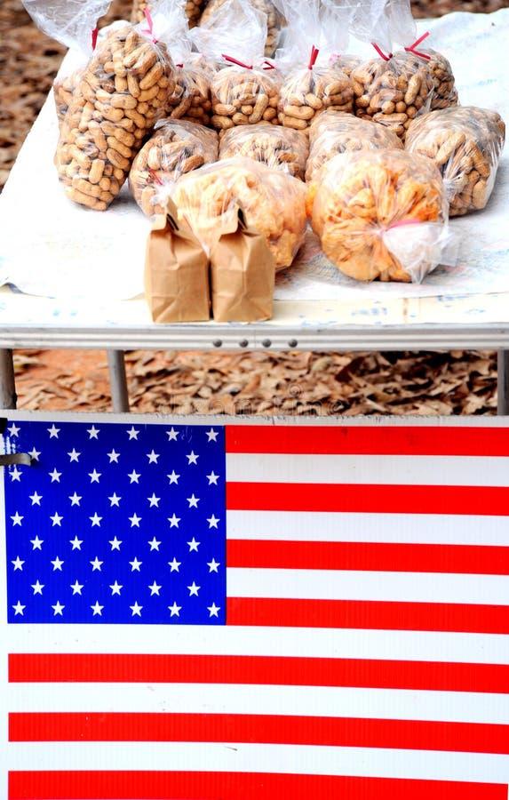 Arachides à vendre. image libre de droits
