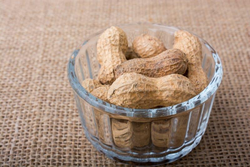 Download Arachides Dans Un Plat Sur La Toile Image stock - Image du arachide, savoureux: 87704067