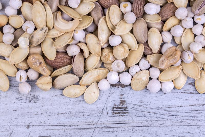 Arachides, noix, amandes, noisettes photographie stock libre de droits