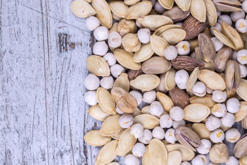 Arachides, noix, amandes, noisettes image libre de droits