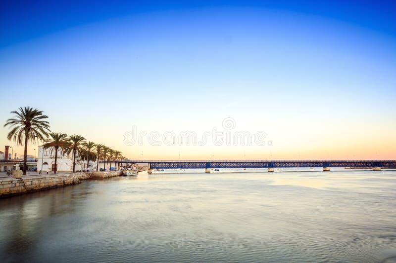 Download Arade Flodkustlinje I Portimao, Algarve, Portugal Fotografering för Bildbyråer - Bild av fiske, promenad: 78725707