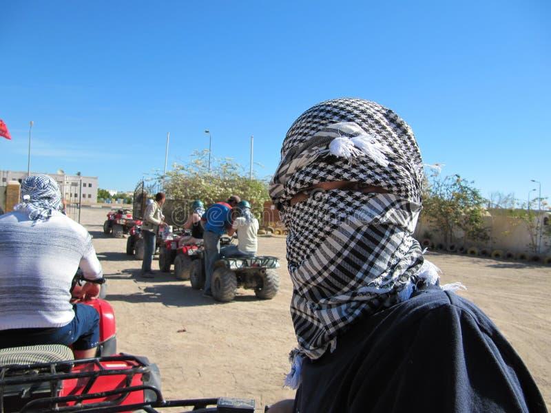 arafat Palestijnse keffiyeh is een niet sexistische geruite zwart-witte sjaal die gewoonlijk rond de hals of het hoofd wordt gedr royalty-vrije stock foto's