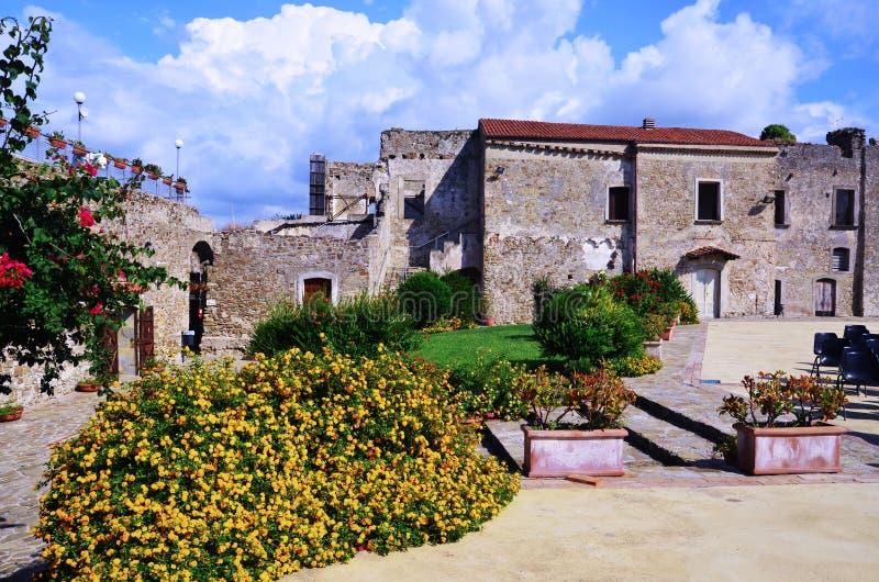 Aragonese slott av Agropoli royaltyfri foto
