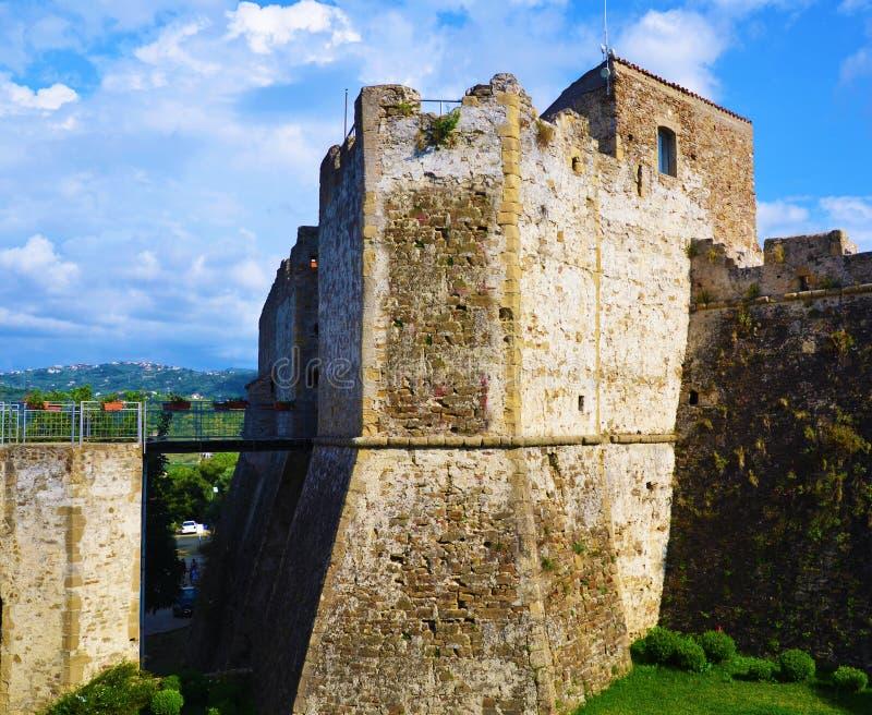 Aragonese slott av Agropoli arkivbilder