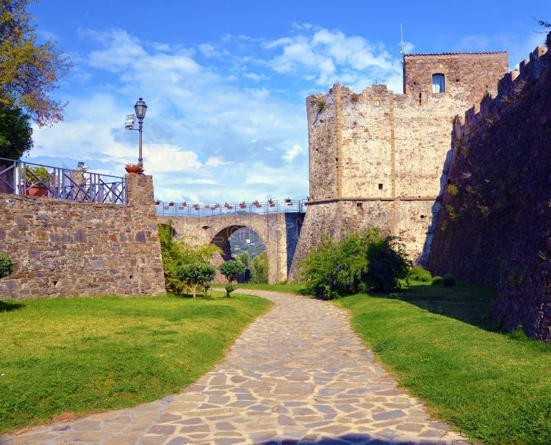 Aragonese slott av Agropoli royaltyfria foton