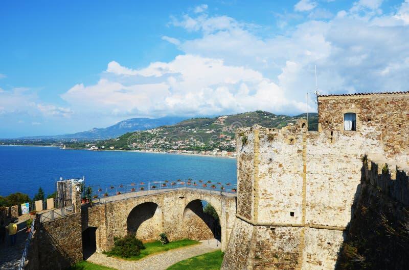 Aragonese slott av Agropoli royaltyfri bild