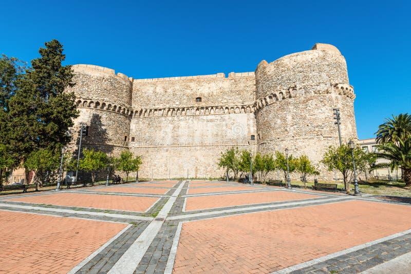 Aragonese slott i Reggio Calabria, Italien royaltyfri fotografi