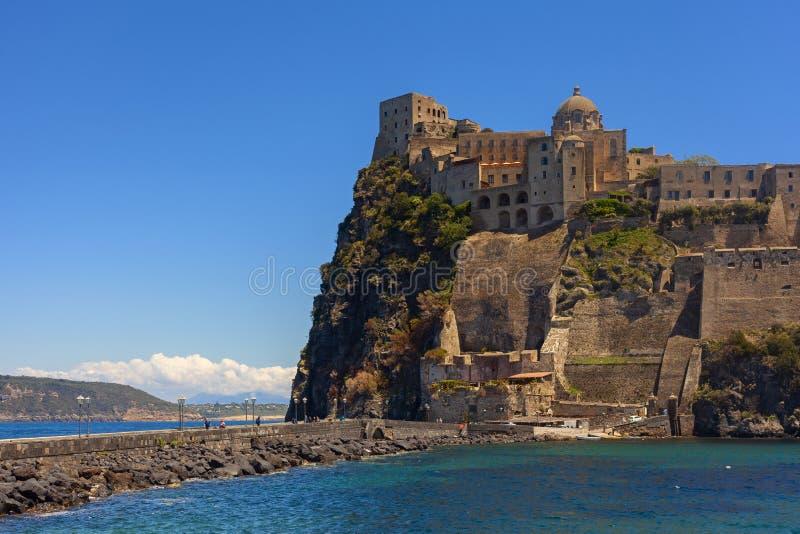 Aragonien-Schlossansicht in die Insel von Ischia stockfoto