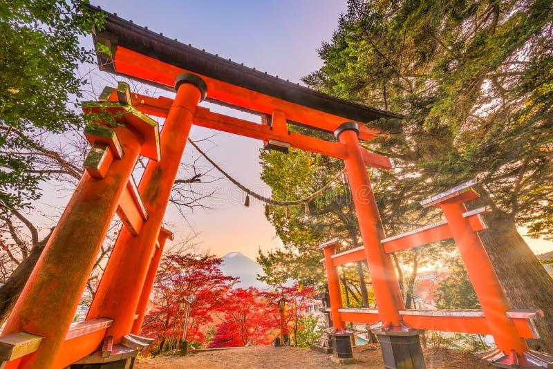 Arakura Sengen寺庙门 库存照片