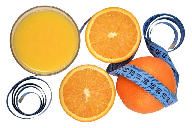 Arance, vetro di succo d'arancia e nastro di misurazione immagine stock