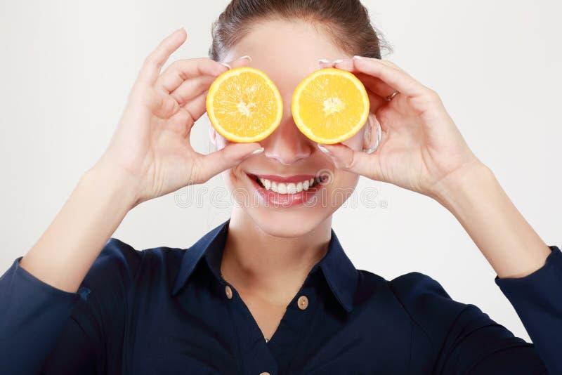 Arancia divisa in due immagine stock