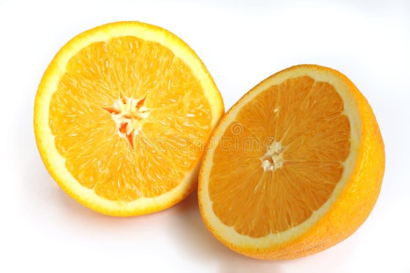 Arancia navel tagliata dentro a metà fotografie stock libere da diritti