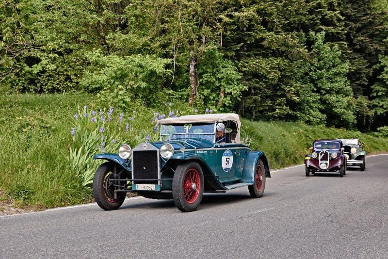 Aranha Casaro 1929 do tipo 221 de Lancia Lambda em Mille Miglia 2016 imagem de stock royalty free