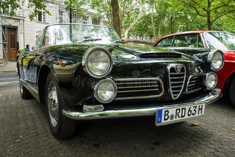 Aranha luxuosa de Alfa Romeo 2600 do carro (Tipo 106), 1963 fotos de stock