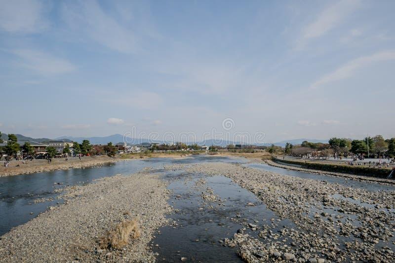 Arashiyama do rio da represa, árvore do vermelho do outono fotografia de stock