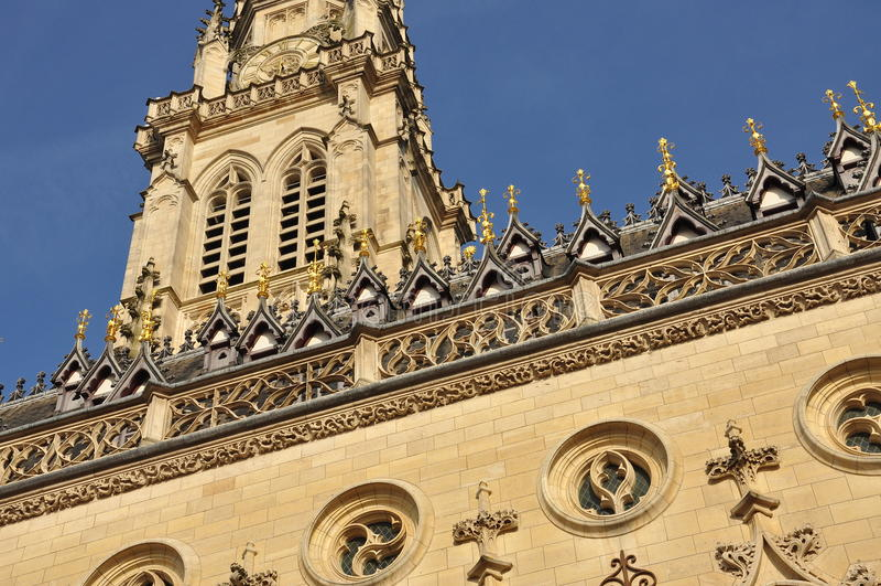 Arazzo, Francia Municipio e campanile gotici fotografia stock libera da diritti