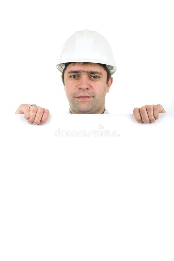 Arbeider die bouwvakker draagt en lege banner houdt royalty-vrije stock afbeeldingen