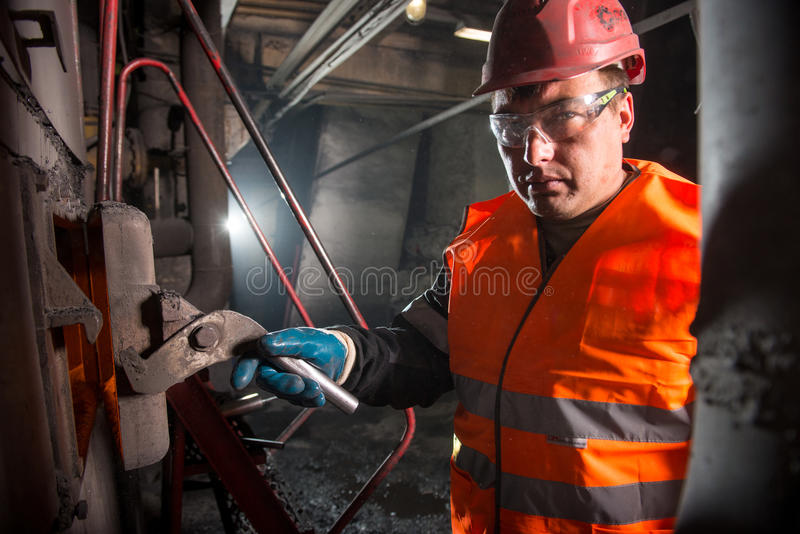 Arbeider in steamshop stock fotografie