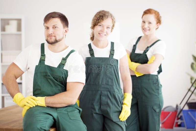 Arbeiders in beschermende kleding royalty-vrije stock afbeeldingen