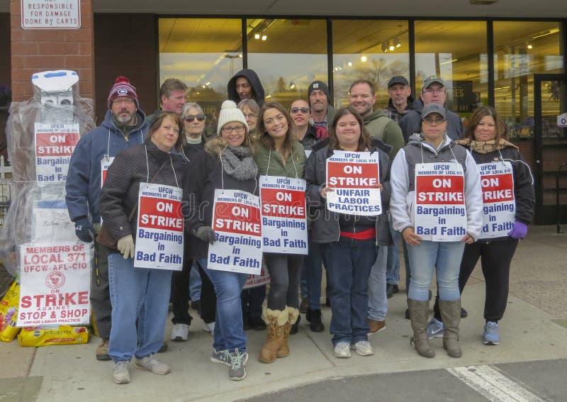 Arbeiders die buiten Einde & Winkel in Middletown, Connecticut slaan royalty-vrije stock afbeeldingen
