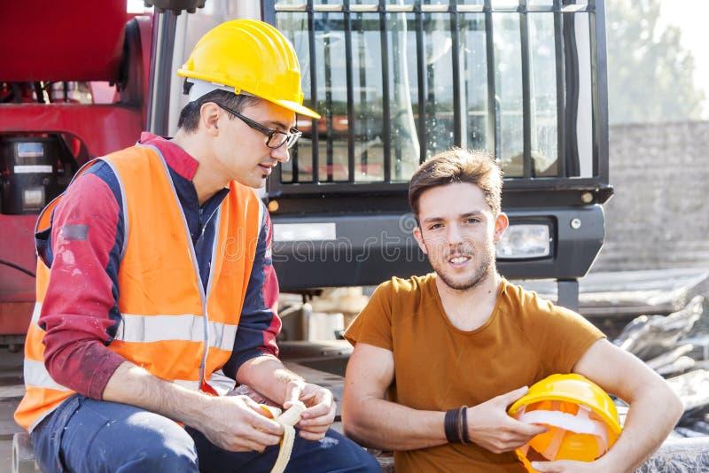 Arbeiders in een het werkonderbreking stock foto's