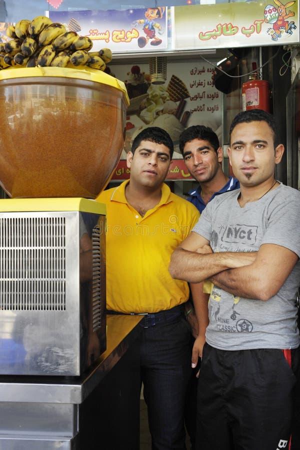 Arbeiders in Fruit Juice Shop in de stad van Shiraz royalty-vrije stock afbeelding