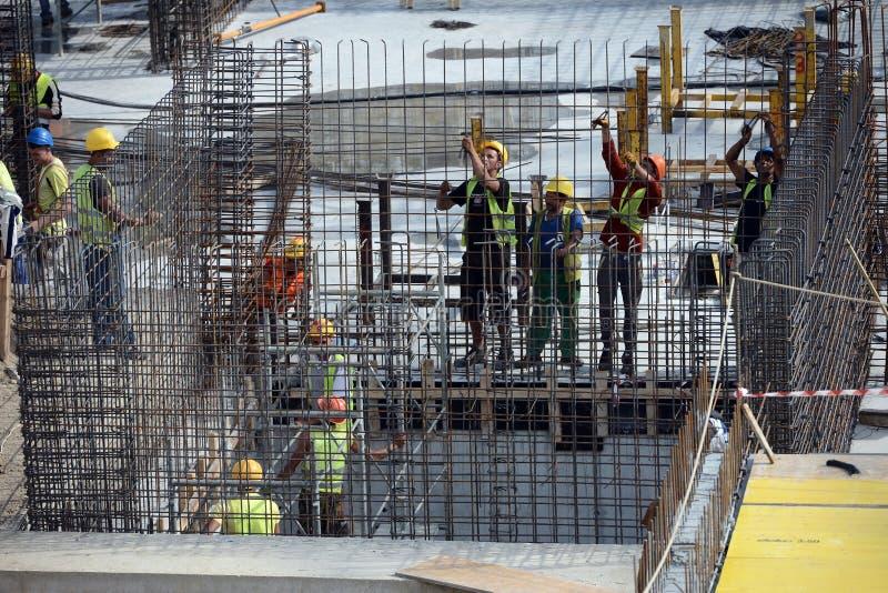 Arbeiders op bouwwerf royalty-vrije stock foto's