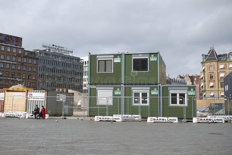 Arbeidershuizen met modulaire containers in RÃ¥dhuspladsen stock foto