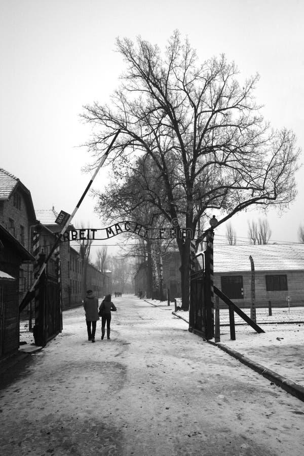 Arbeit Mach Frei (het Werk bevrijdt) zingt bij Duits WO.II-gevangenekamp Aushwitz, Polen stock afbeelding