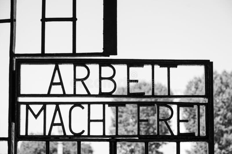 Arbeit macht frei, campo di concentramento di Sachsenhausen a Berlino fotografia stock libera da diritti