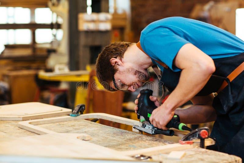 Arbeit mit Holz lizenzfreies stockbild