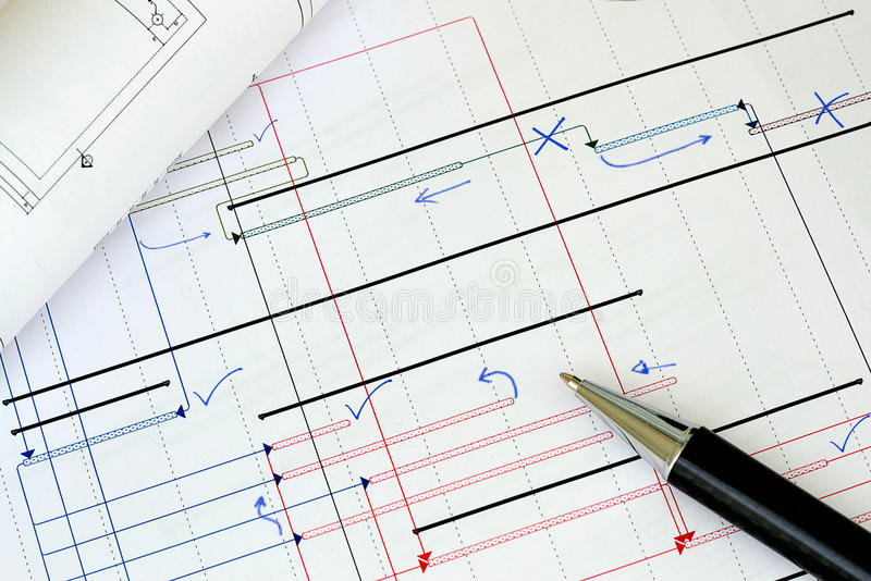 Arbeiten an der Projektplanung lizenzfreie stockfotografie